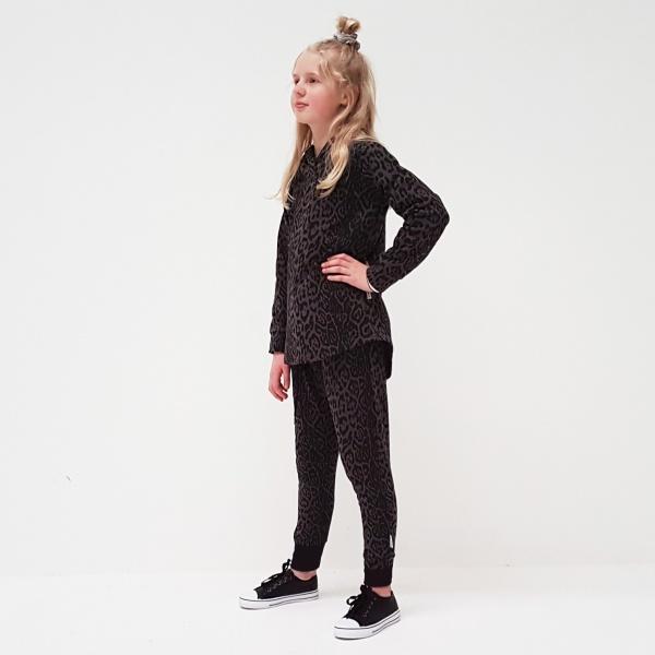 Cute pleat front pants in grey leopard print