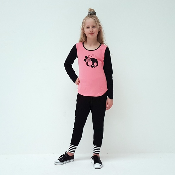 Funky and cute all in one! A gorgeous blush pink tee with black sleeves and a Girlie Skull on the front